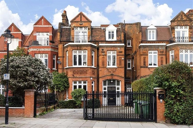 2 Bedroom Flat for sale in South Hampstead, London,  NW6 3HN