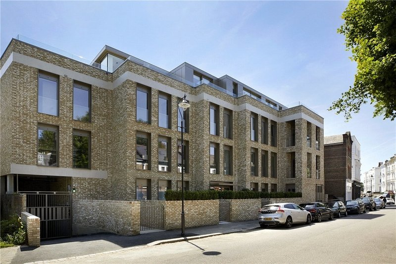 3 Bedroom Flat for sale in Belsize Park, London,  NW3 5AS