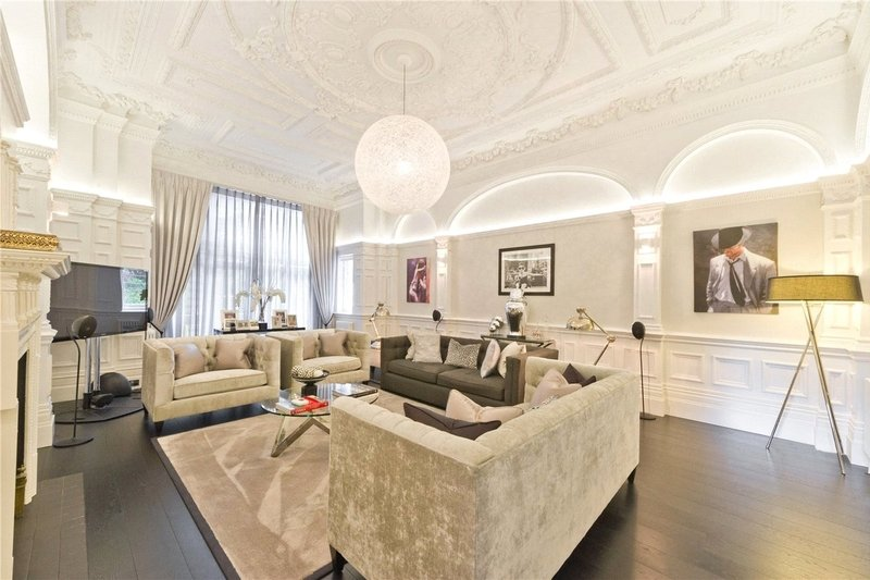 3 Bedroom Flat for sale in Hampstead, London,  NW3 6BH