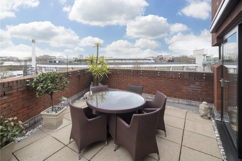 2 Bedroom Flat for sale in 28A St John's Wood Road, London,  NW8 7JY