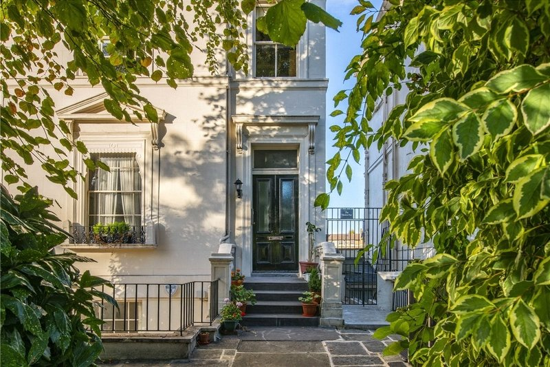 2 Bedroom Flat for sale in Little Venice, London,  W9 2PD