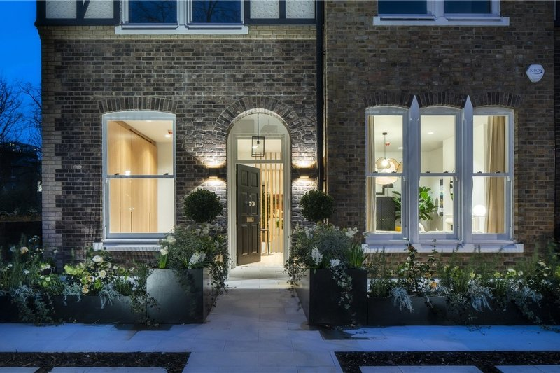 4 Bedroom Flat for sale in Primrose Hill, London,  NW3 3DJ