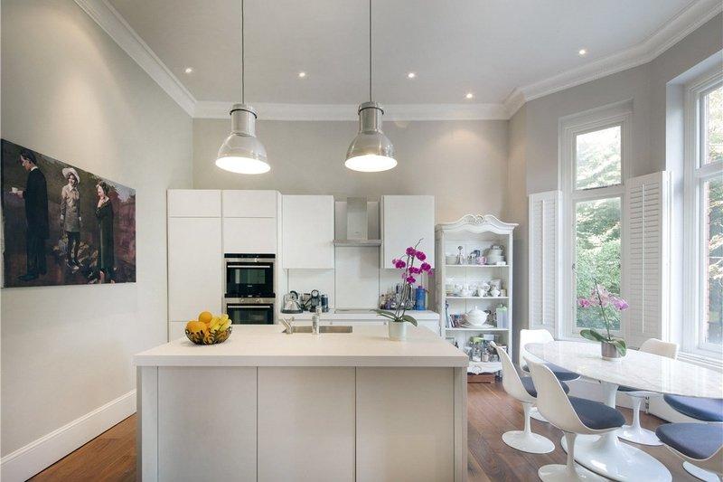 2 Bedroom Flat for sale in Belsize Park, London,  NW3 3HL
