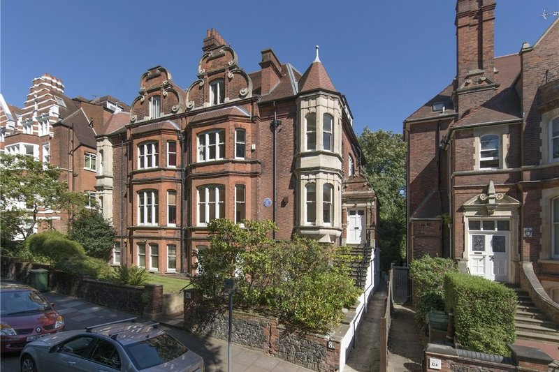 3 Bedroom Flat for sale in Hampstead, London,  NW3 6UX