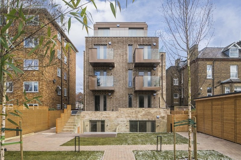 1 Bedroom Flat for sale in Willesden Lane, London,  NW6 7YR