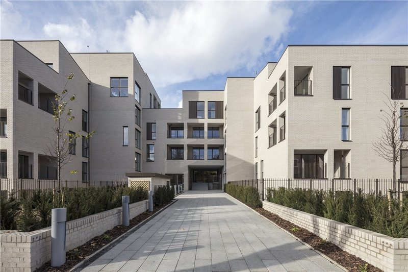 2 Bedroom Flat for sale in Brondesbury, London,  NW6 7YG