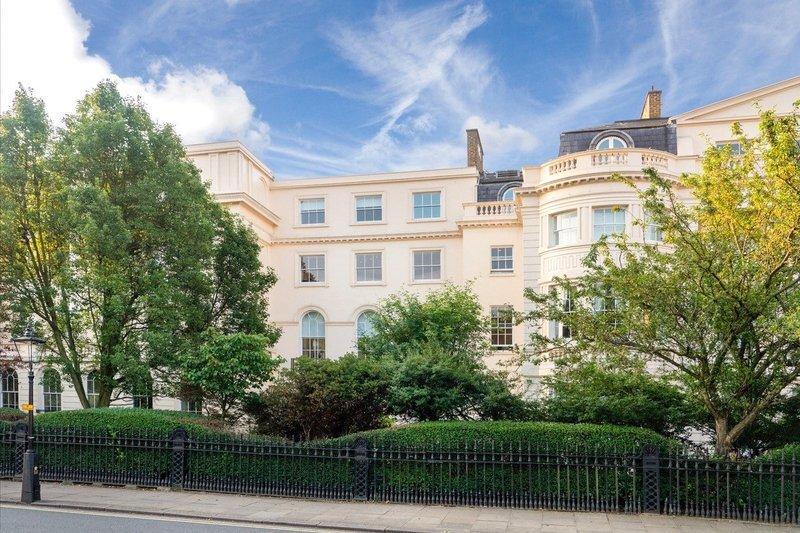 4 Bedroom Flat for sale in Regent's Park, London,  NW1 4QA