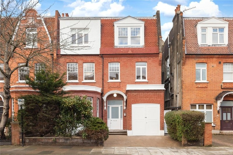 3 Bedroom Flat to rent in West Hampstead, London,  NW6 3AJ