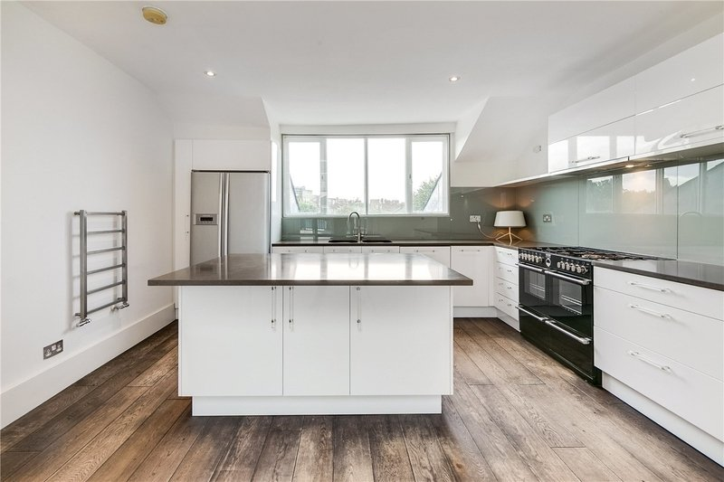 3 Bedroom Flat to rent in Belsize Park, London,  NW3 4LH