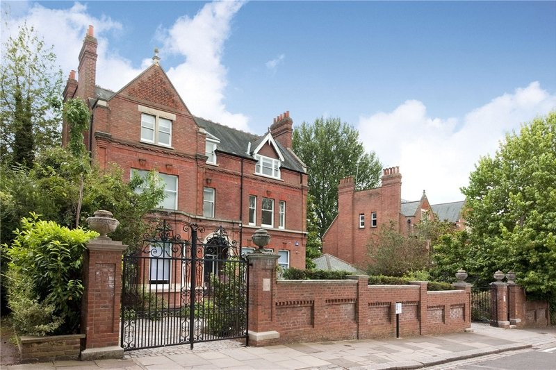 7 Bedroom House to rent in London, London,  N6 4AE