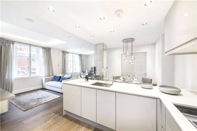 2 Bedroom Flat to rent in Hertford Street, London,  W1J 7SU