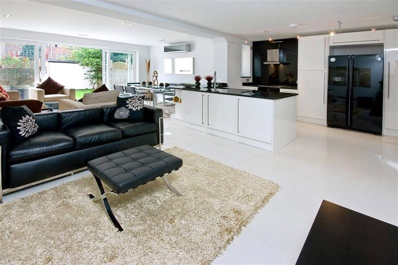 5 Bedroom House to rent in Boydell Court, London,  NW8 6NN