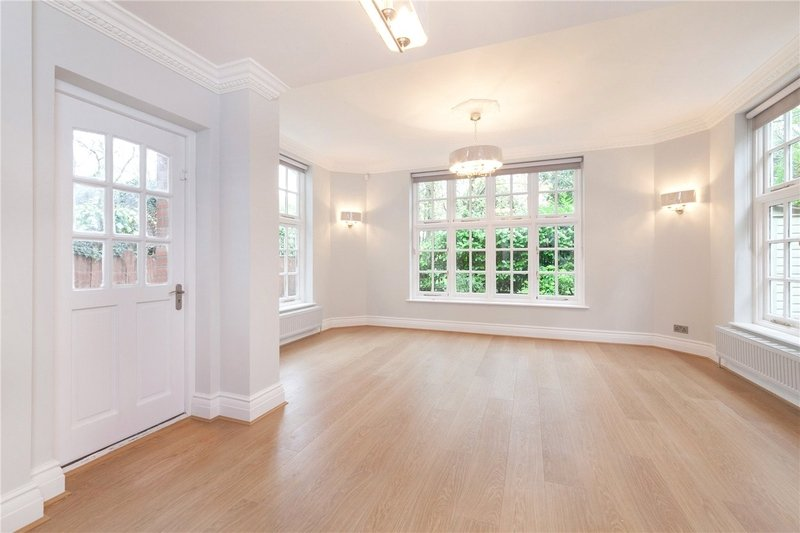 3 Bedroom Flat to rent in Primrose Hill, London,  NW3 3BU