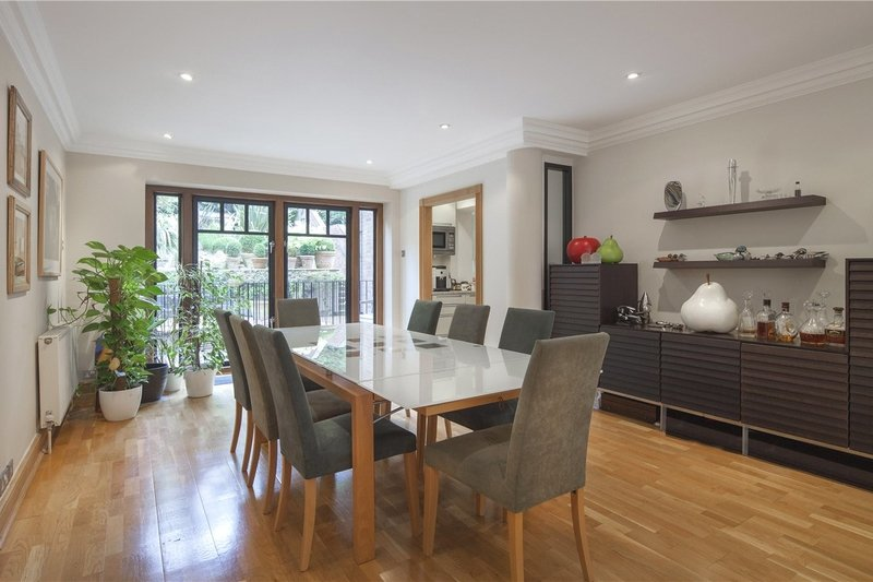 3 Bedroom Flat to rent in 18 Lindfield Gardens, London,  NW3 6PT