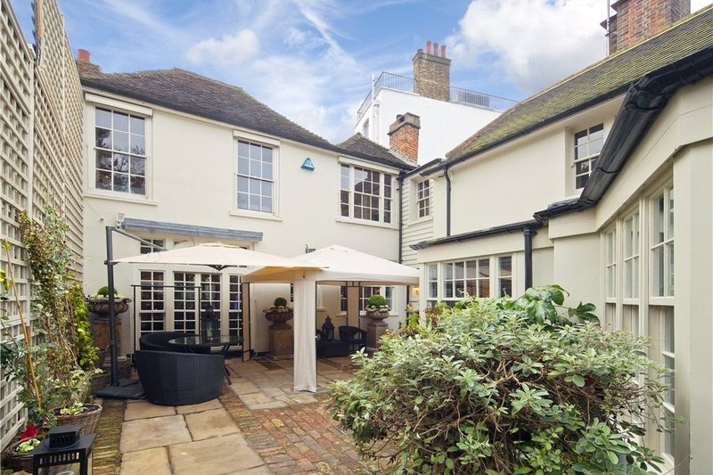 4 Bedroom House to rent in Hampstead, London,  NW3 6RR