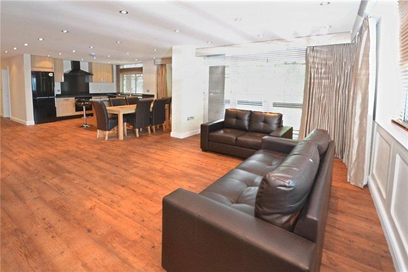 4 Bedroom Flat to rent in Oak Hill Park, London,  NW3 7LN