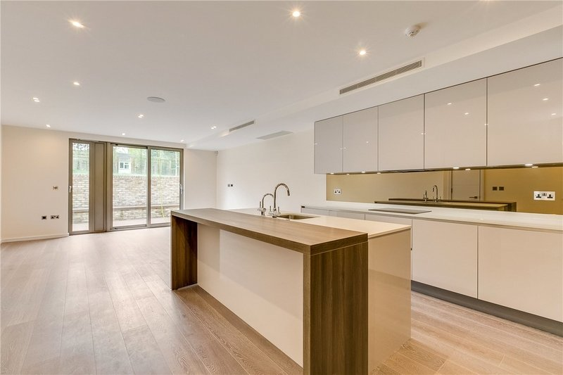3 Bedroom Flat to rent in Willesden Lane, London,  NW6 7YR