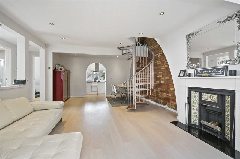 2 Bedroom Flat to rent in London, London,  NW3 7NT