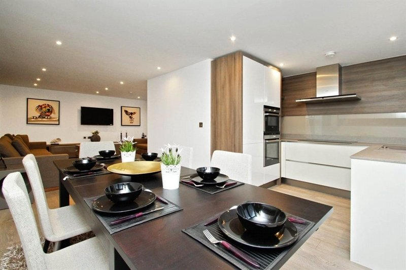 3 Bedroom Flat to rent in London, London,  NW1 8EQ